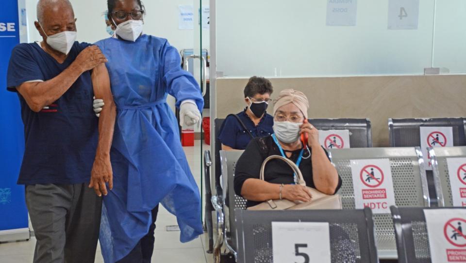 El proceso de vacunación se lleva en orden en el hospital.